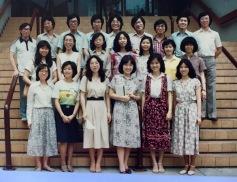攝於一九七九年下半年或八○年上半年,先秦諸子概論班與張壽安老師(前排右三)。/黃秉勤提供