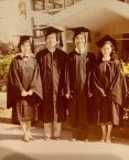 攝於一九八○年畢業禮,右起麥雪玲、黄秉勤(炳根)、周國良、馬淑鴻合照。/黃秉勤提供